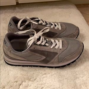 Brooks chariot gray shoes 9